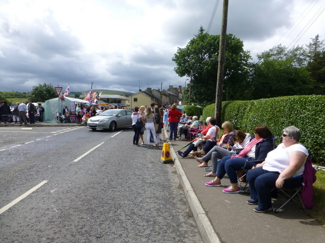 Crowds along Castle Brae, Newtownstewart