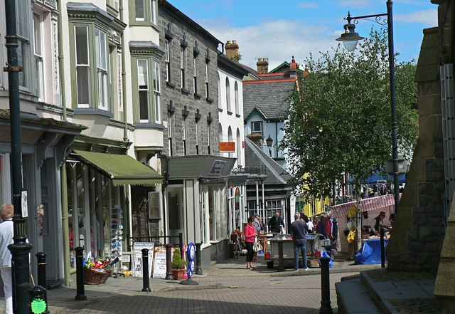 The attractive street scene of Machynlleth