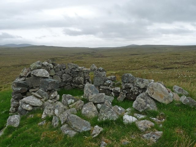 Ruined shieling above Gleann Bhràgair, Isle of Lewis