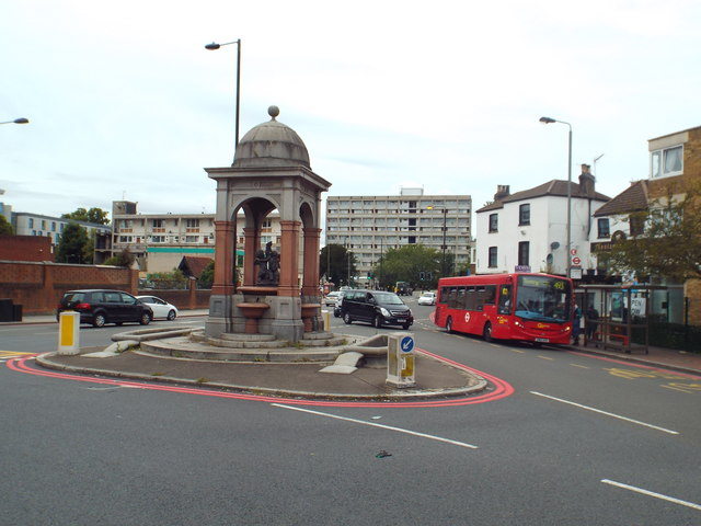Drinking fountain and troughs, Roehampton