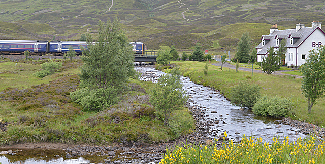 Inverness-bound train approaching Balsporran