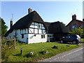 SU1069 : Thatched House, Green Street, Avebury by PAUL FARMER