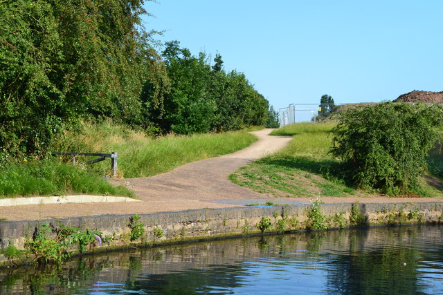 Path leading away from Grand Union Canal at South Yardley
