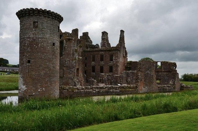Caerlaverock Castle with the still standing Murdoch's Tower