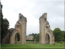 ST5038 : Glastonbury Abbey: the classic view by Bill Harrison