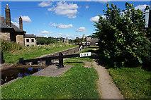 SE1115 : Lock 10E, Huddersfield Narrow Canal by Ian S