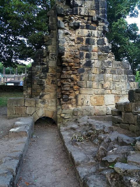Kirkstall Abbey - reredorter (1)