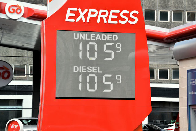 Fuel prices sign, Belfast (4 August 2016)