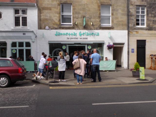 A queue outside Jannetta's Gelateria