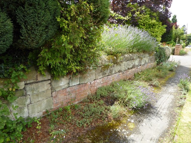 Surviving wall from grounds of Snitterfield House