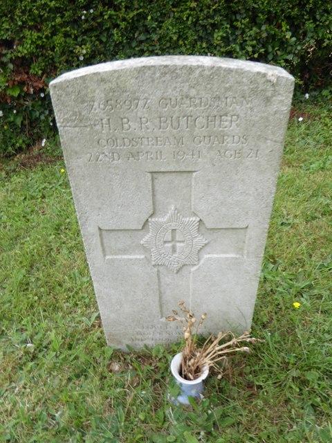 St Peter, Mundham: CWGC grave