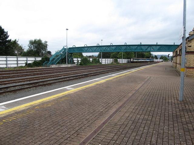 Footbridge over north-bound line and sidings at Dundalk Clarke Station