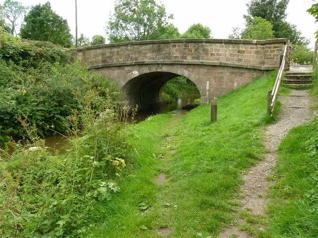 Macclesfield Canal bridge no.61