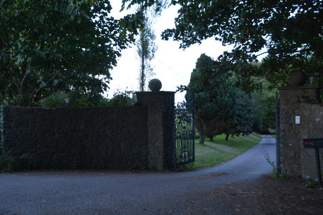 South Hams : Nethway House Entrance