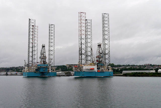 Dundee Docks, Drilling Rigs at Prince Charles Wharf