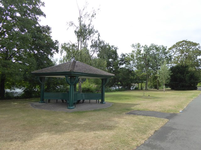 Shelter by the lake, Valentines Park