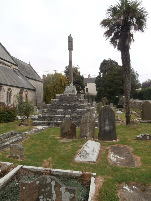 Churchyard cross, St Illtud's, Llantwit Major