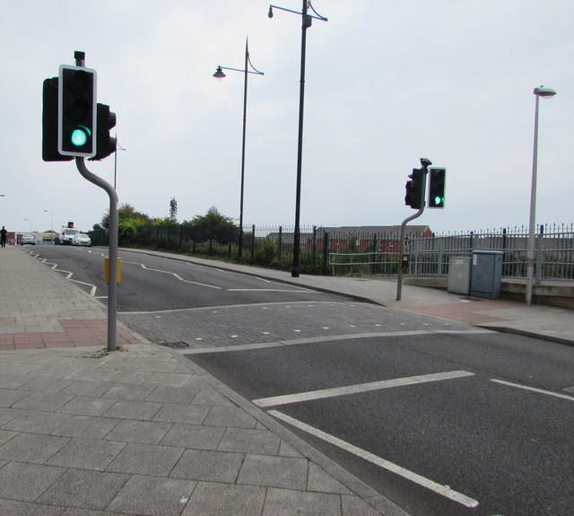pelican crossing  dock view road  barry  u00a9 jaggery cc