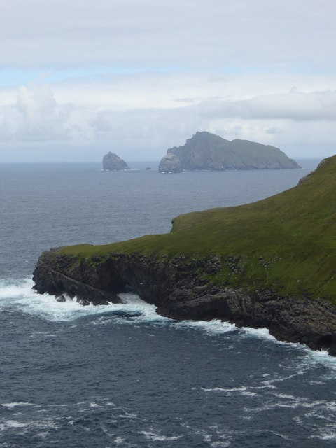Gob na h-Airde and The Tunnel on Hirta with Boreray and the stacs in the distance