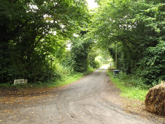 Footpath to the B1117 & entrance to Grove Farm