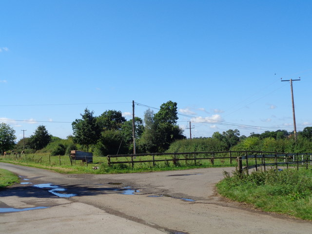 Track junction at Purshull Green