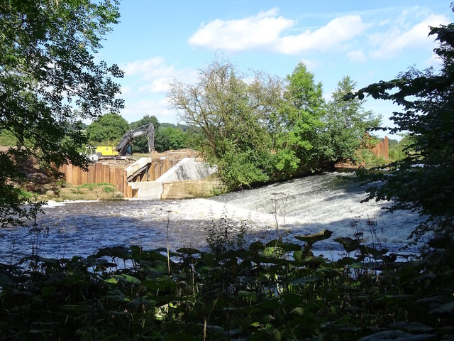 Constructing a hydro-electric power plant at Norbury Weir