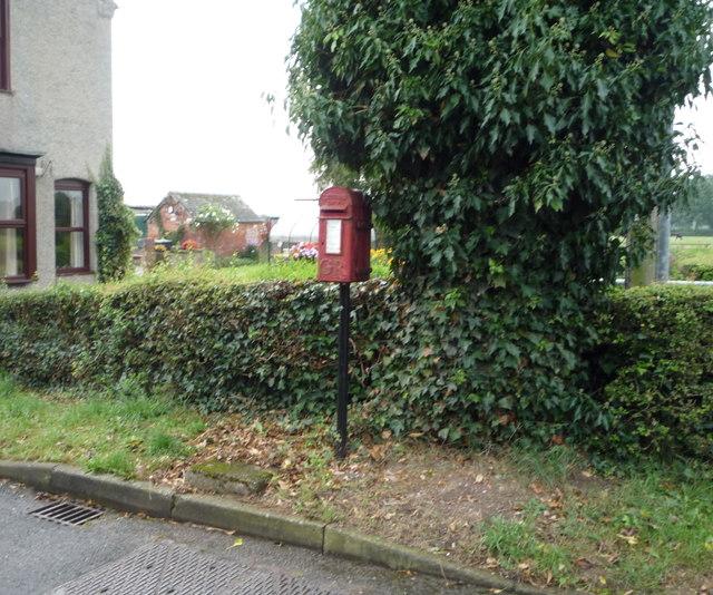 George V postbox on Lower Street, Doveridge