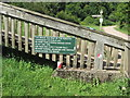 SO5414 : Safety  notice  on  footbridge  spanning  the  River  Wye by Martin Dawes