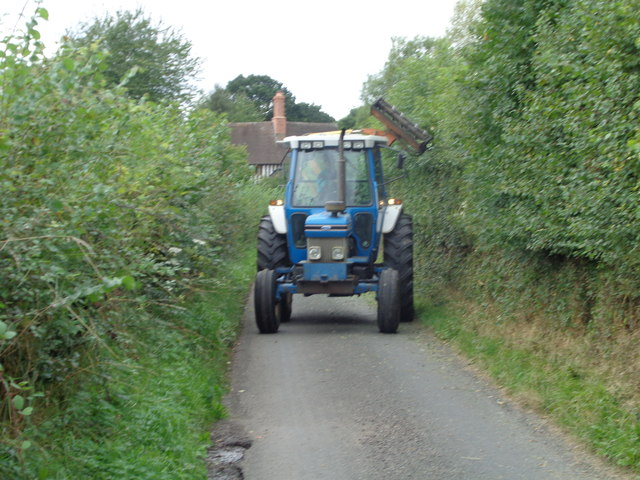 Hedge cutting in Lunnon Lane, Rushock