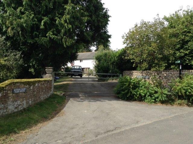Sutton Court Farmhouse drive