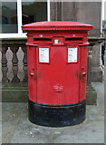 NT2574 : Double Elizabethan postbox on St Andrew Square, Edinburgh by JThomas