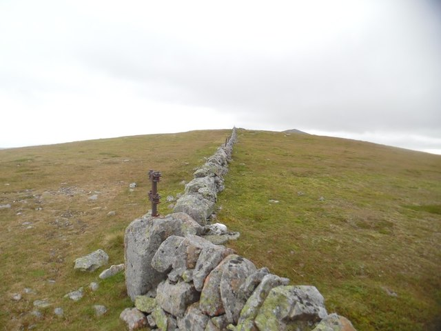 Bend in the wall leading to Creag Leacach