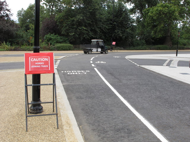 Cycle and horse tracks adjacent over Serpentine bridge