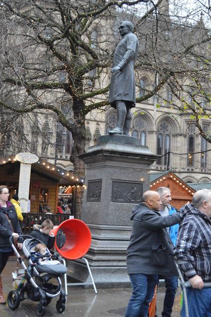Fraser's Statue, Albert Square