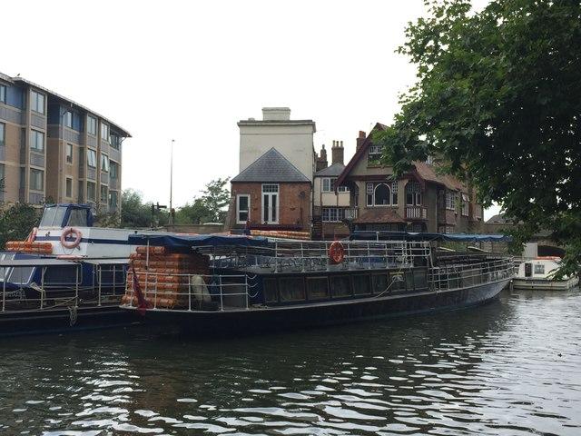 Oxford: pleasure cruisers on River Thames