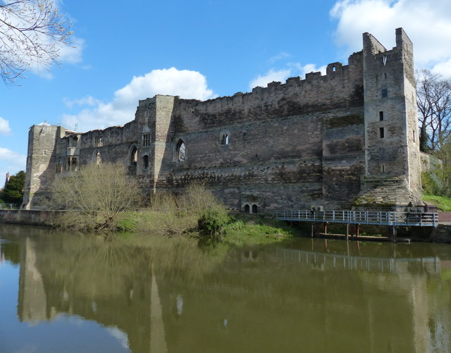 Newark Castle next to the River Trent