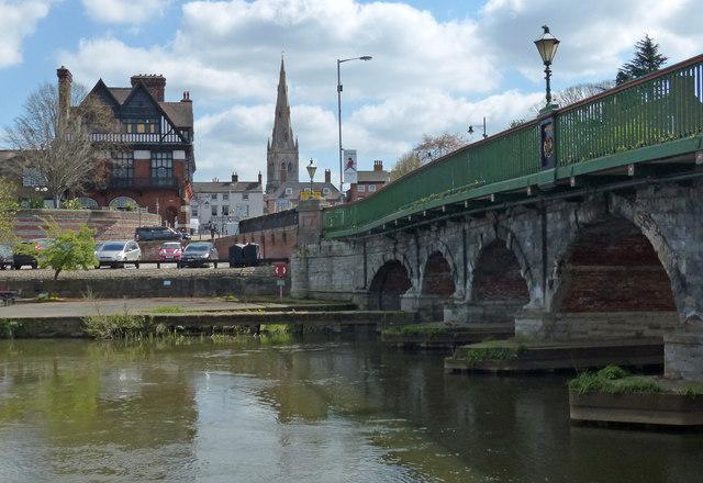 Trent Bridge crossing the River Trent