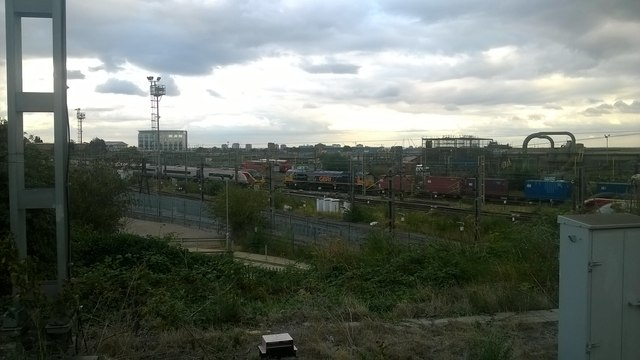 Passenger and freight traffic at Willesden Junction