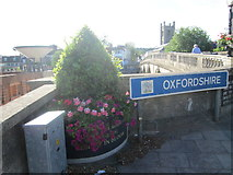 SU7682 : Sign for Oxfordshire at Henley-on-Thames by Peter S