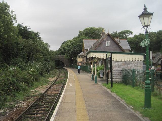 Bere Ferrers railway station, Devon