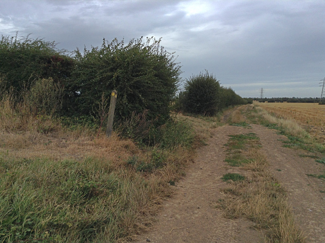 Footpath junction south of Grove Manor Farm