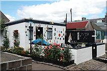 NJ9505 : Summerhouse, Fittie (II) by Bill Harrison