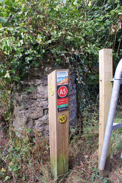 Path and cycle route marker post