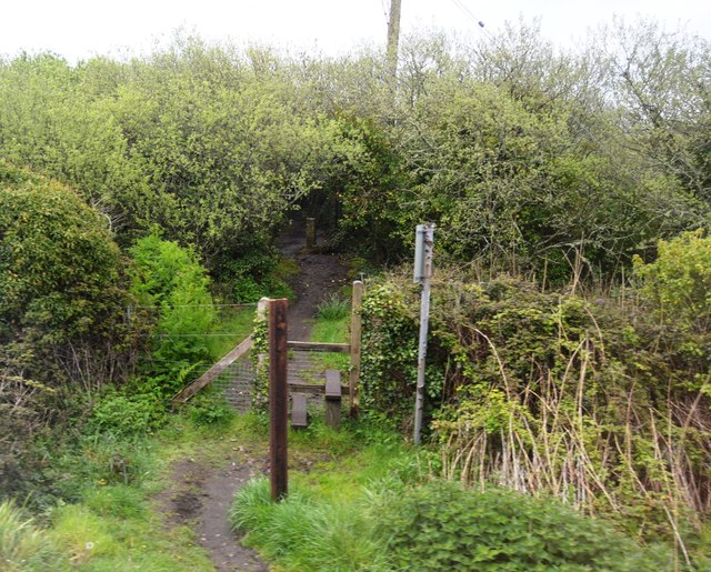 Footpath by the Cornish Main Line