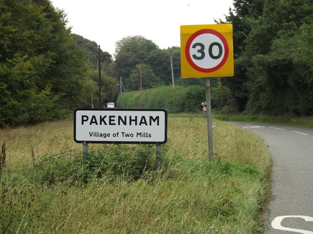Pakenham Village Name sign on Pakenham Road