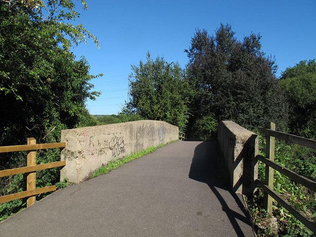 Cadmore Lane bridge over the Lea Navigation