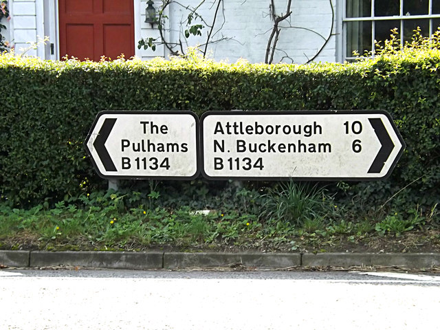 Roadsigns on the B1134 Station Road