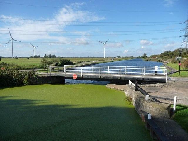 Vazon swingbridge, closed to boaters