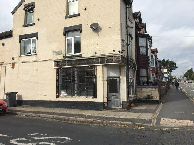 Cobridge: derelict shop on the corner of Winifred Street