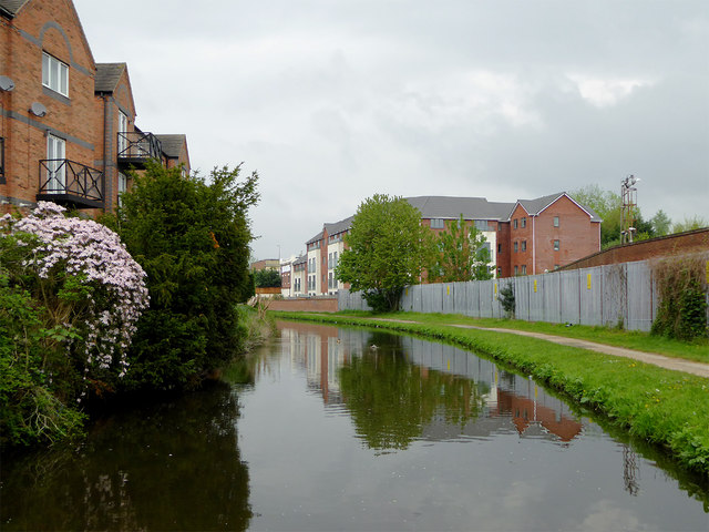 Canal approaching Kidderminster town centre, Worcestershire